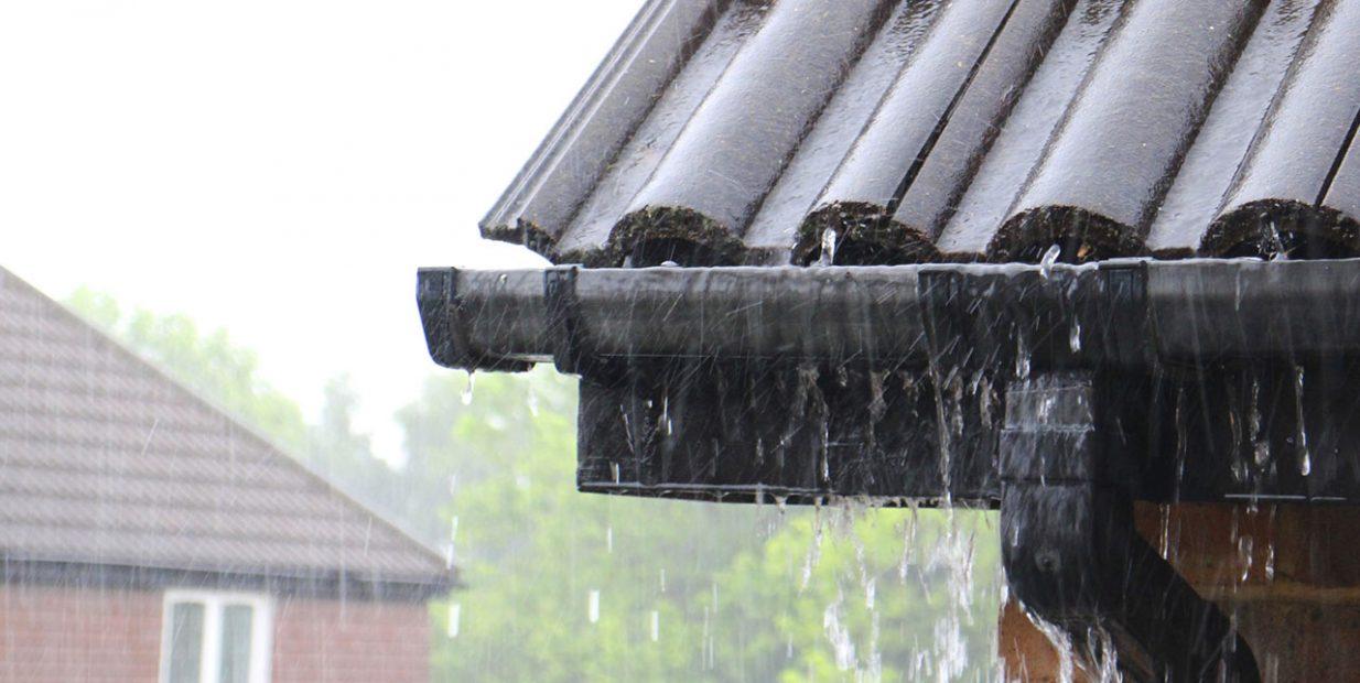 Atap Rumah Terkena Hujan