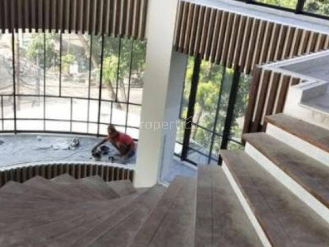 Gedung Baru di Dharmawangsa, Kebayoran Baru, DKI Jakarta