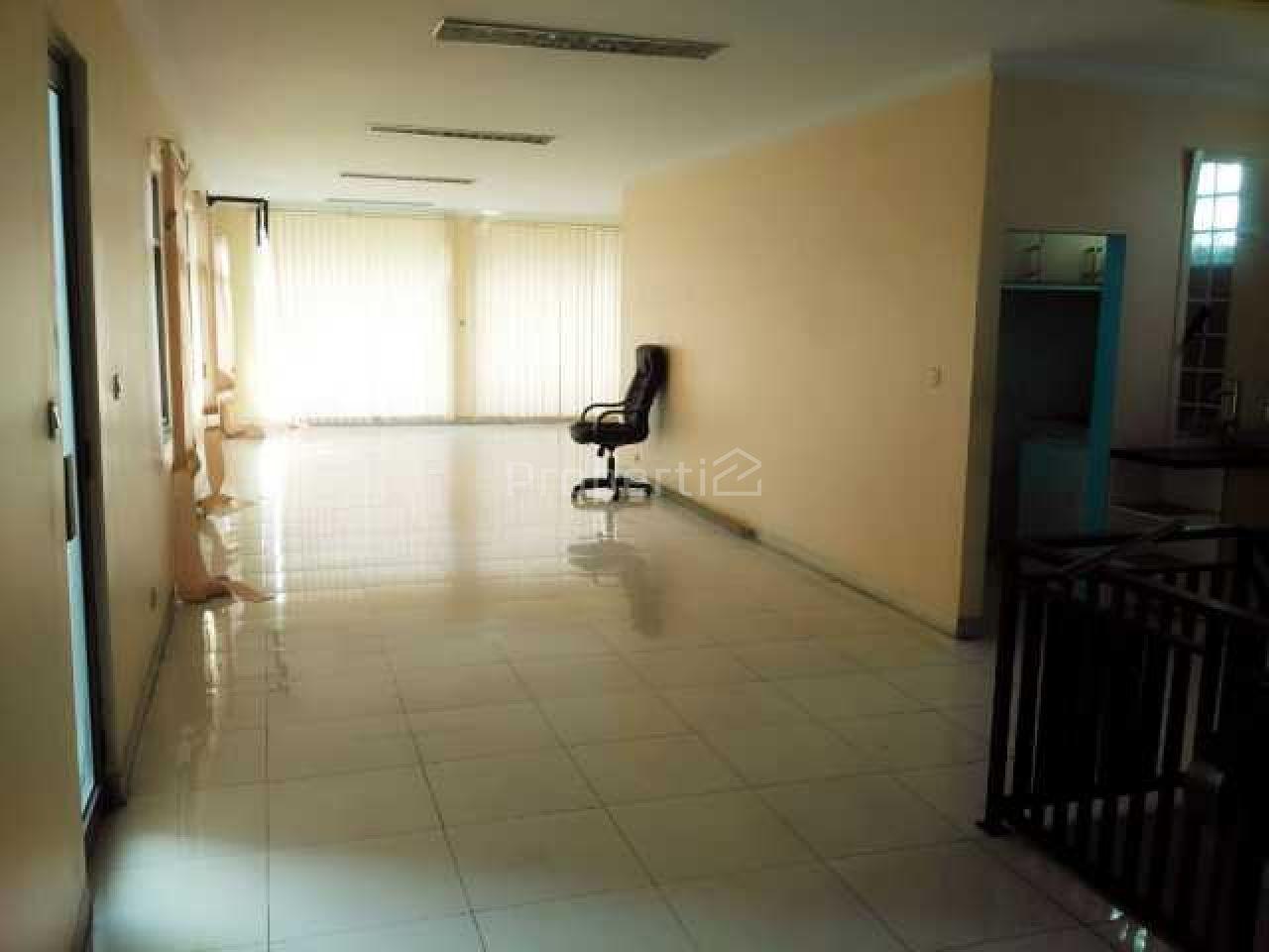 Gedung Kantor Unfinished di Matraman, DKI Jakarta