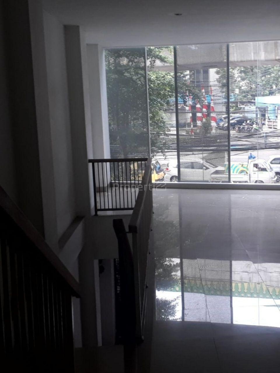 Gedung Baru 5 Lantai di Area Bisnis Mampang Prapatan, Jakarta Selatan