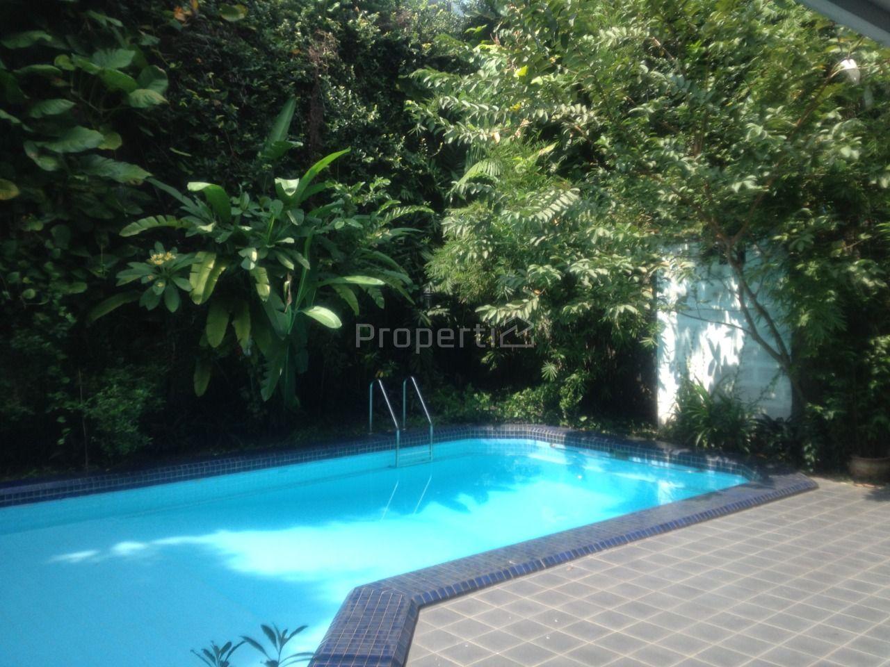 Rumah 2 Lantai dengan Kolam Renang di Pondok Indah, DKI Jakarta