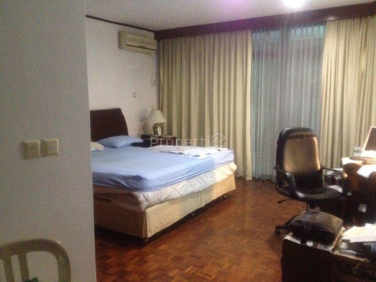 Rumah 2 Lantai dengan Kolam Renang di Pondok Indah, Kebayoran Lama