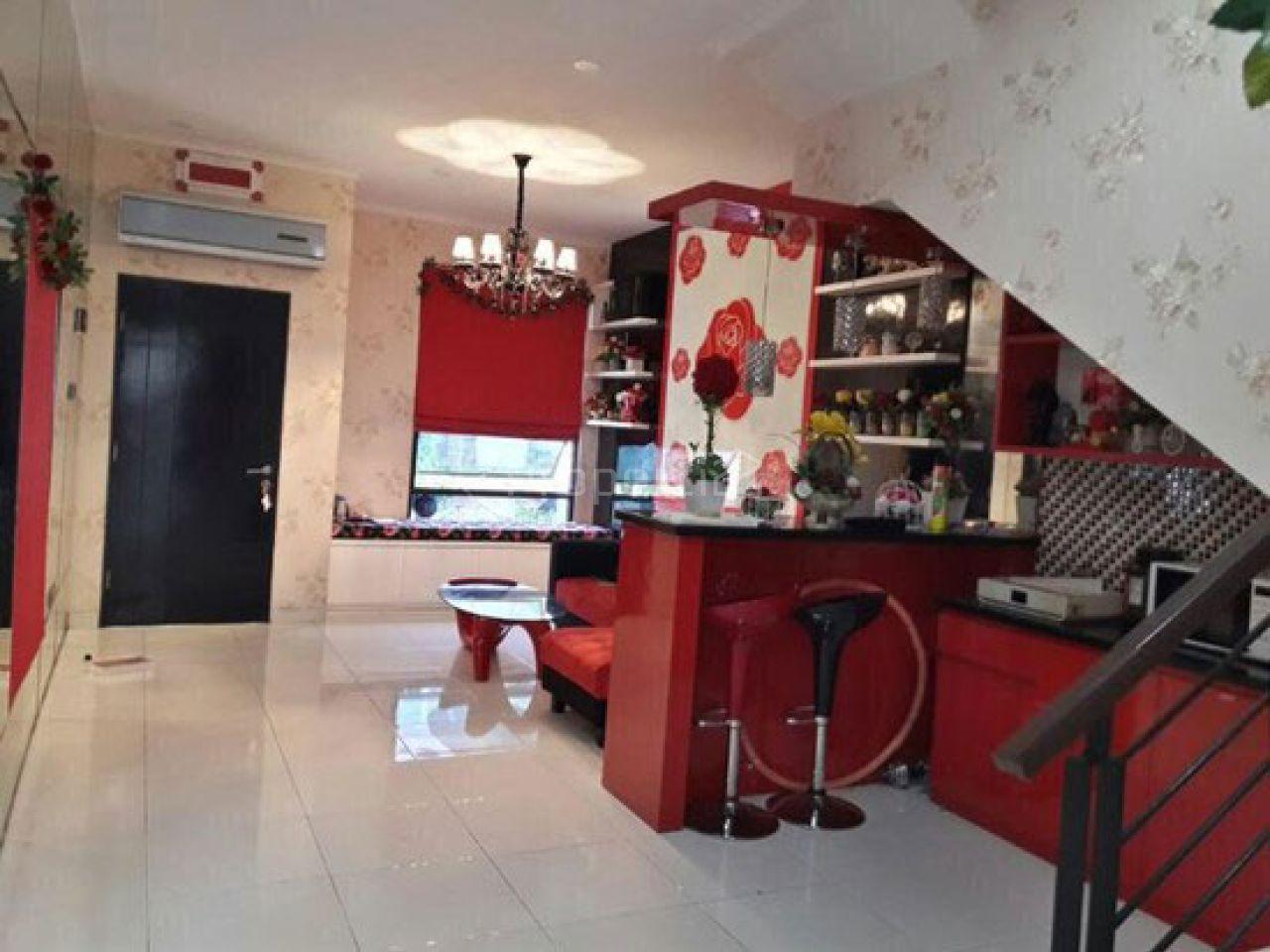 Rumah 2 Lantai di Cluster Madrid, Palem Semi, Banten