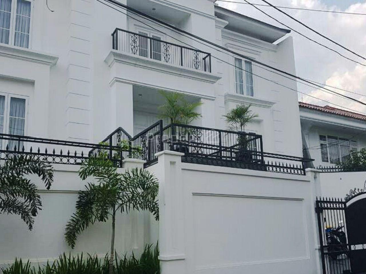 Rumah Baru Mewah Modern dengan Kolam Renang di Cipete, DKI Jakarta