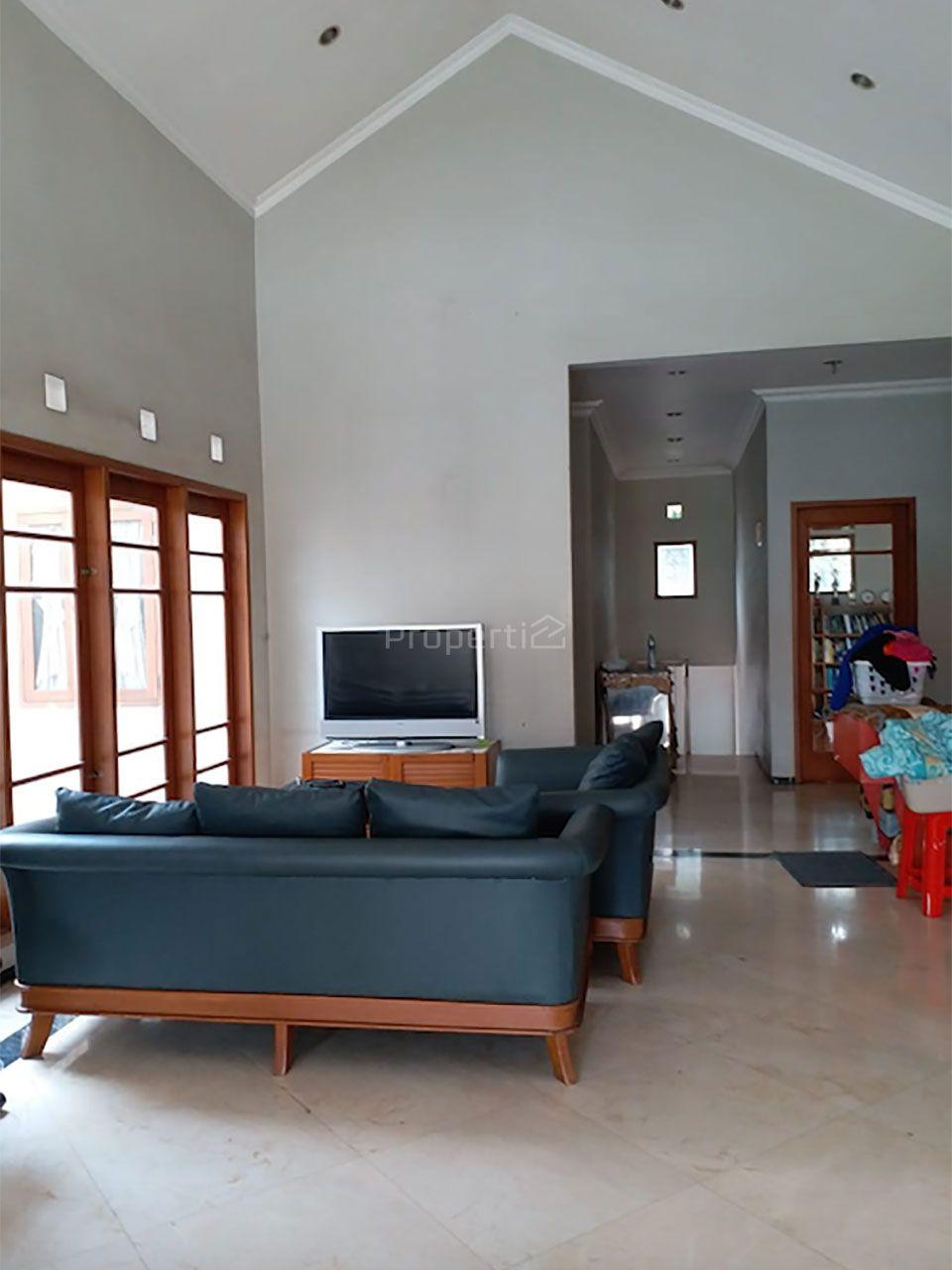 Modern House with Swimming Pool in Serpong, Kota Tangerang Selatan