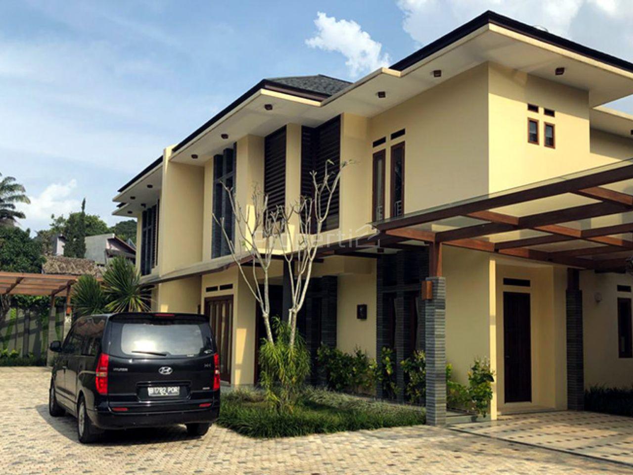 Rumah Baru Minimalis Modern 3.5 Lantai dengan Pool di Hegarmanah, Jawa Barat