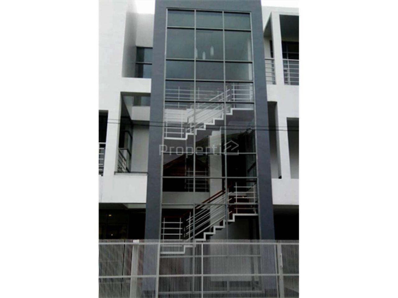Rumah Baru Elegan dengan Posisi Hook di Pondok Indah, DKI Jakarta