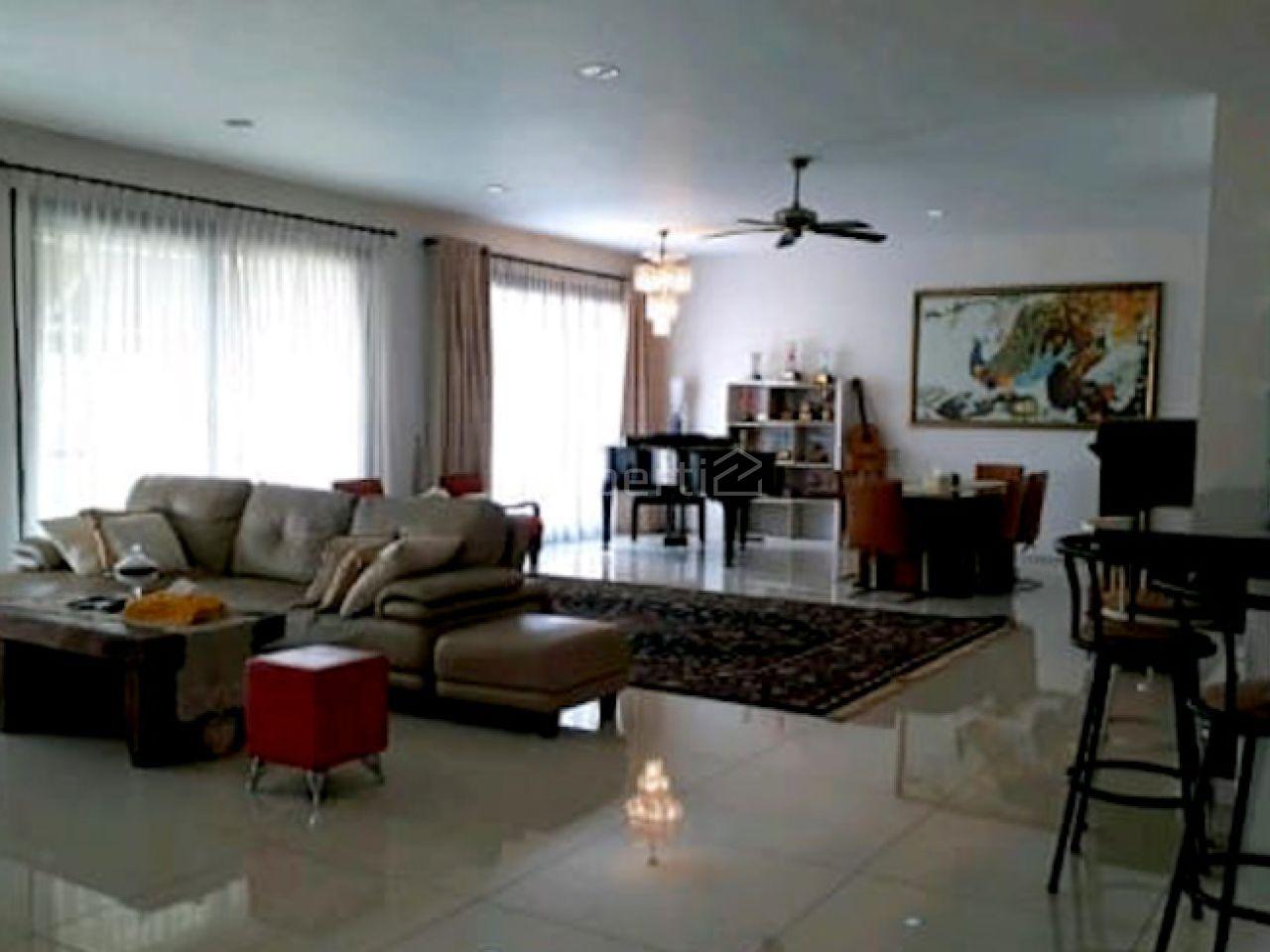 A Luxury House Hook Position in Pondok Indah, Jakarta Selatan