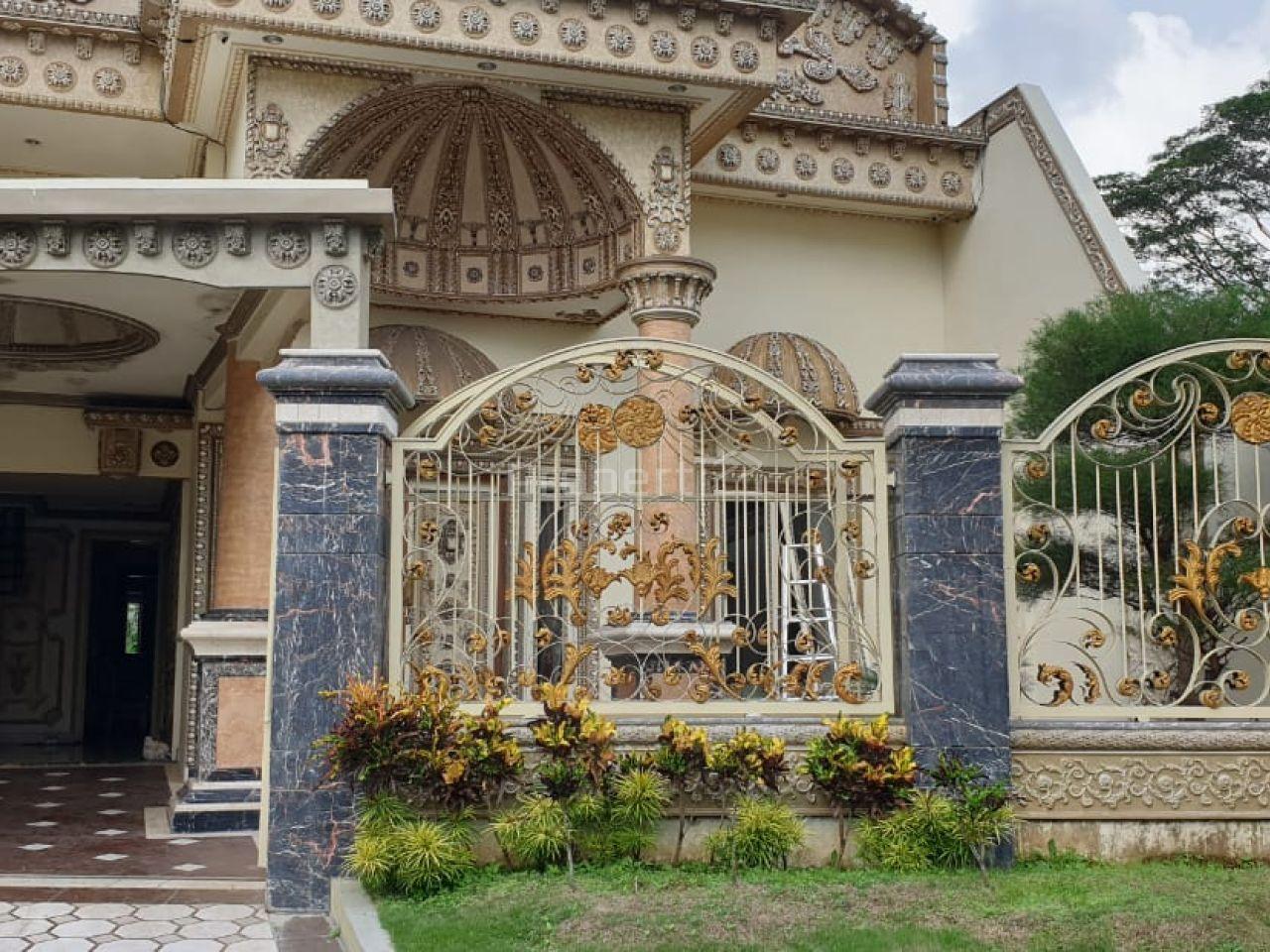 Modern Classic House in Perumahan Araya Malang, Jawa Timur