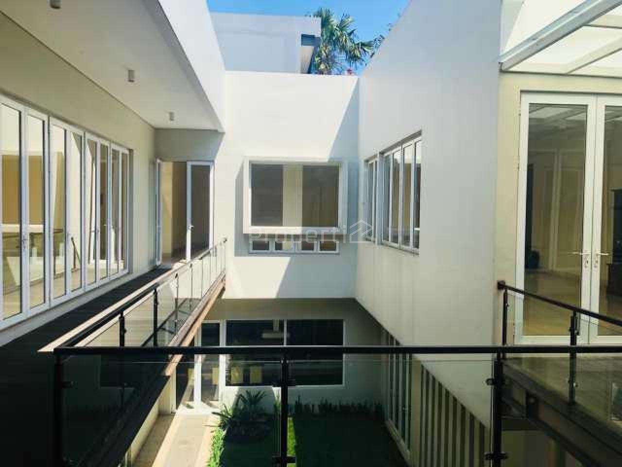 Rumah Mewah 2,5 Lantai Semi Furnished di Batununggal, Bandung Kidul