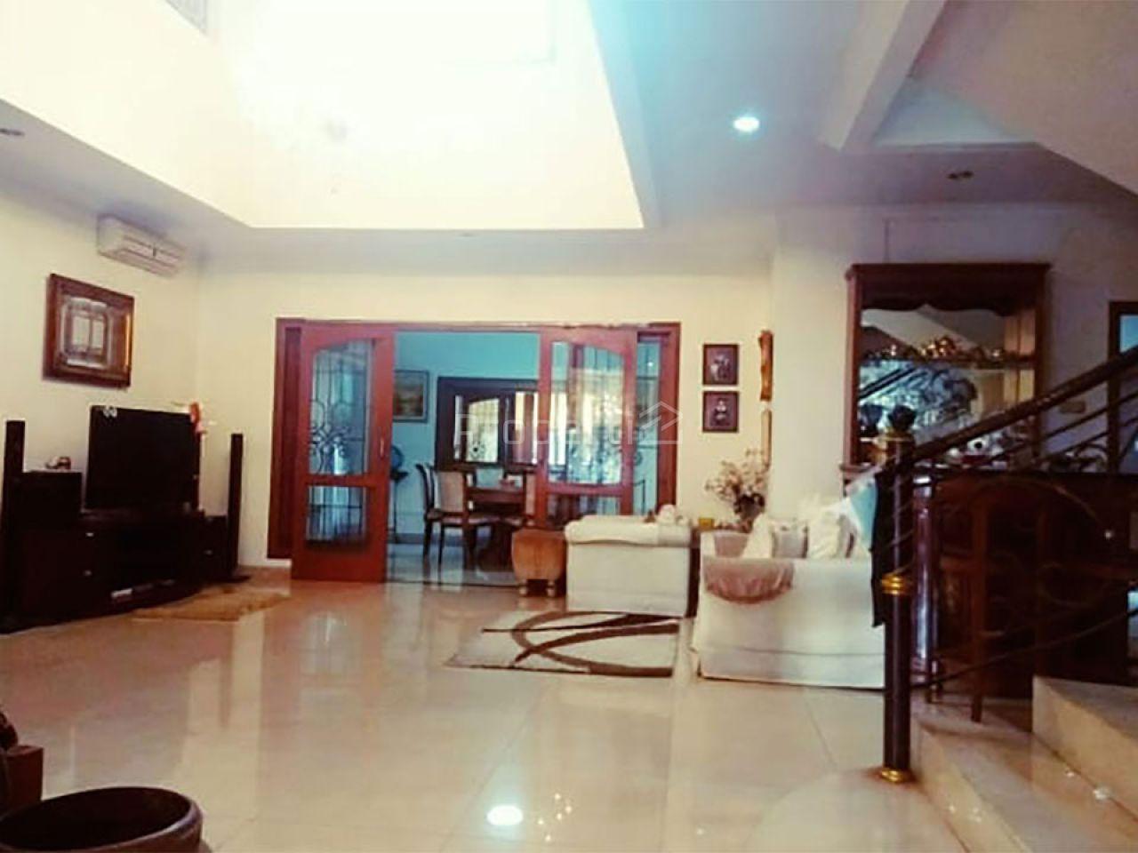 Rumah Mewah 2 Lantai di Villa Cinere Mas, Cinere