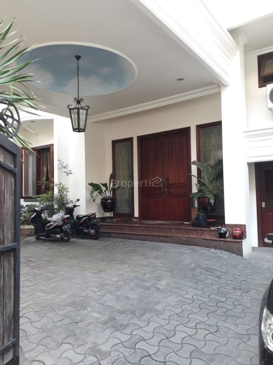 Rumah Mewah dengan Kolam Renang di Kawasan Senopati, DKI Jakarta