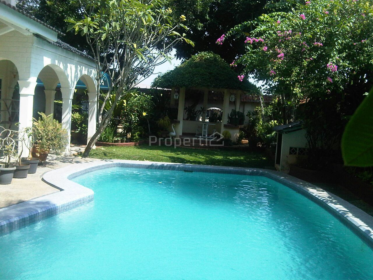 Luxury House with Swimming Pool in Cinere, Jawa Barat
