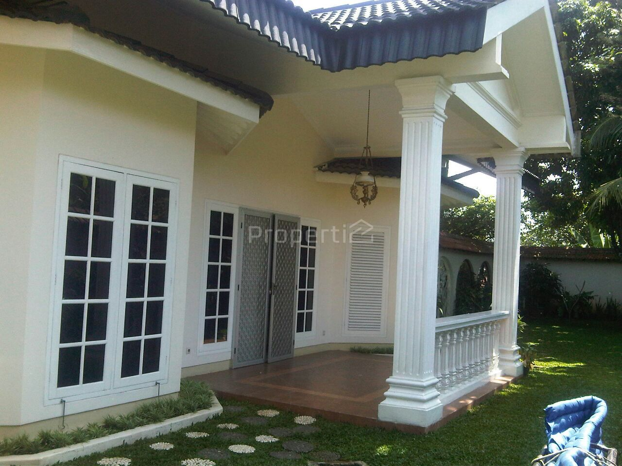 Luxury House with Swimming Pool in Cinere, Kota Depok