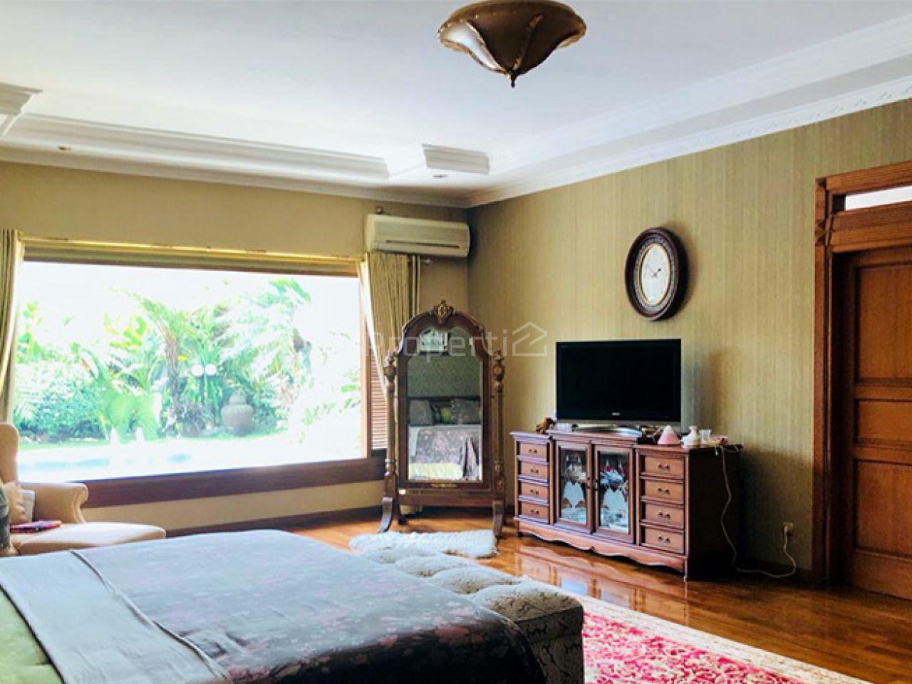 A Luxury House with Nature Environments Around Setiabudi, Sukasari
