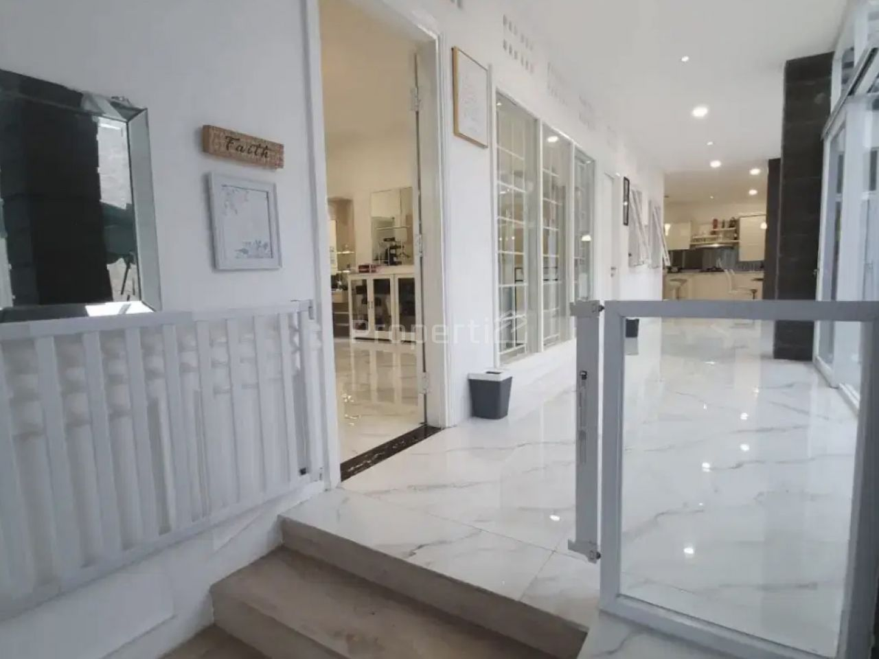 Rumah Mewah di Cipaku Indah, Bandung, Jawa Barat