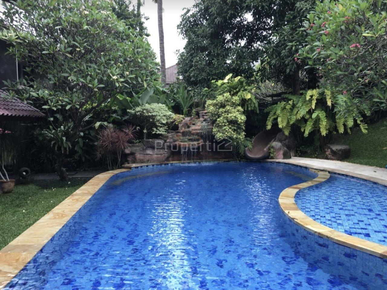 Rumah Mewah dalam Kompleks di Cipete, Jakarta Selatan