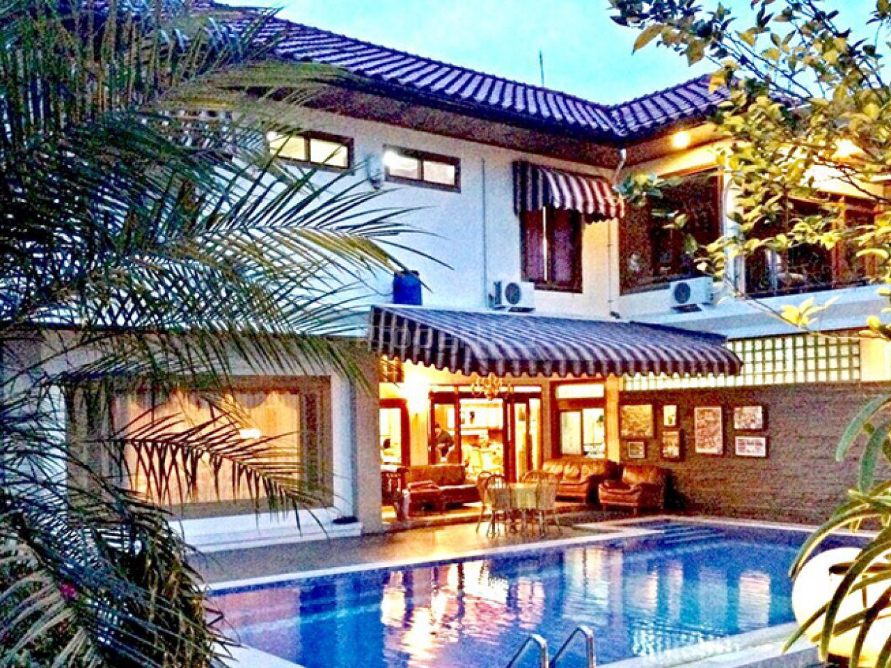 Luxury House with Swimming Pool in Gegerkalong, Jawa Barat