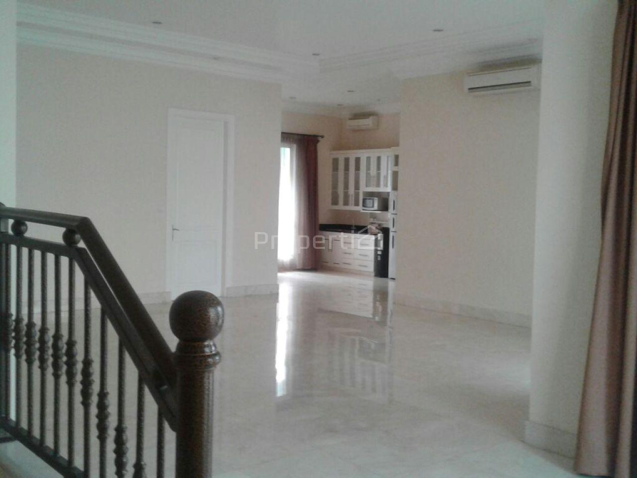 Rumah Mewah Klasik di Jalan Sriwijaya, Kebayoran Baru, DKI Jakarta
