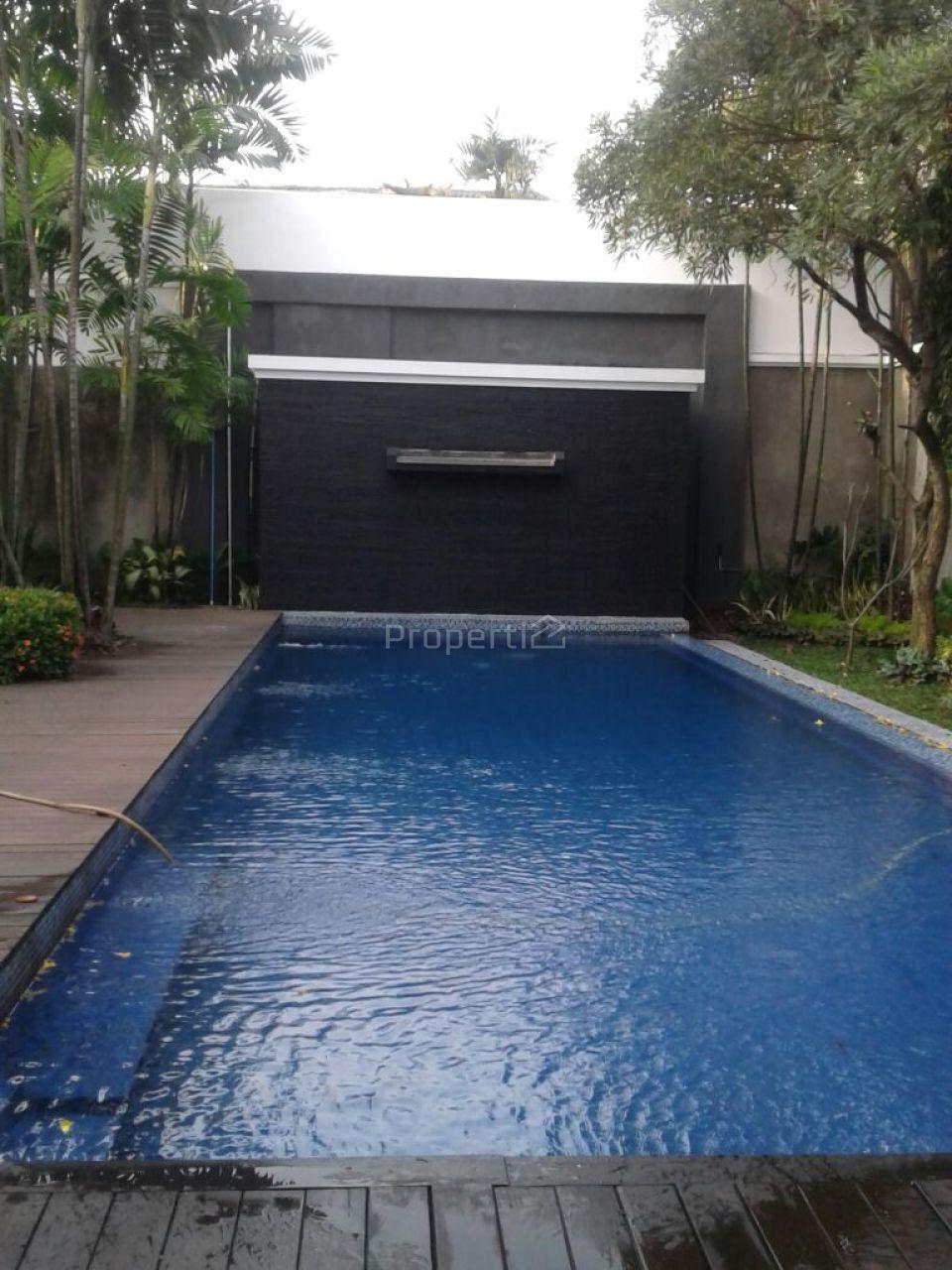 Rumah Mewah Klasik di Jalan Sriwijaya, Kebayoran Baru, Jakarta Selatan
