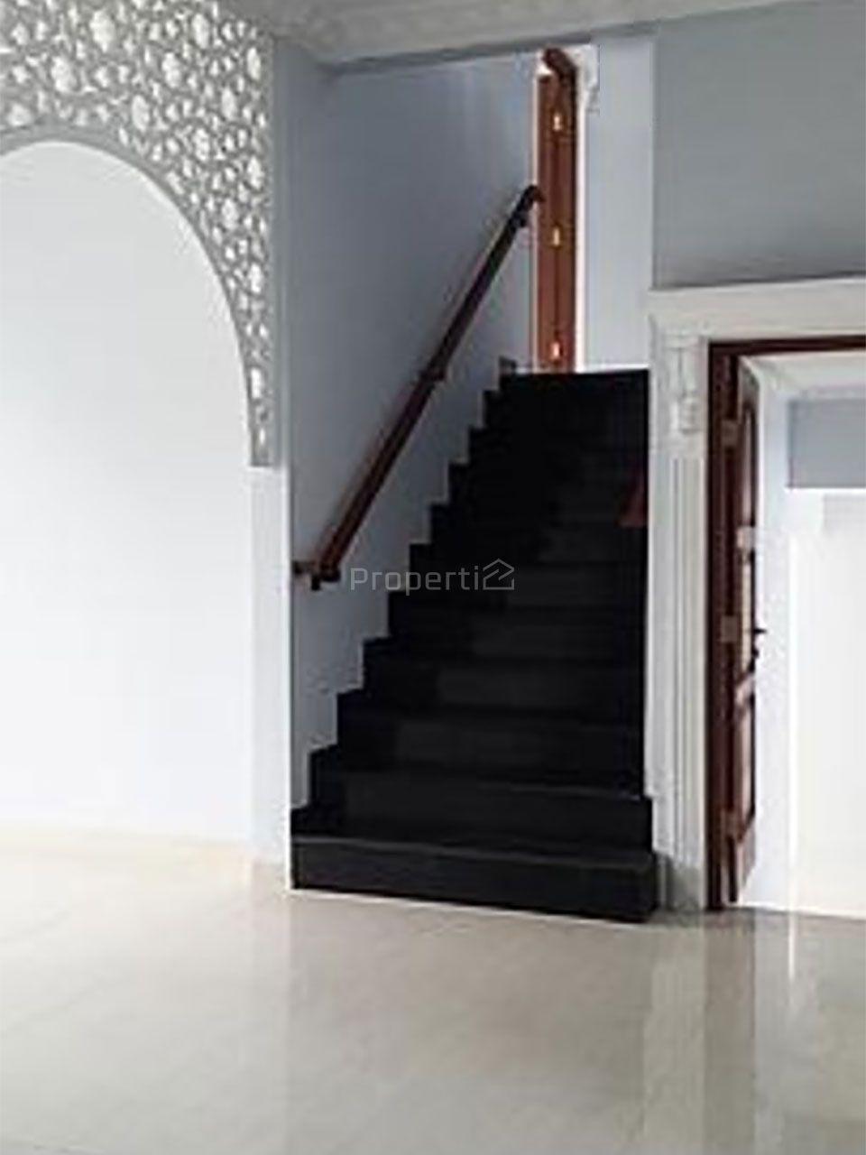 Rumah Mewah Klasik di Kota Wisata Cibubur, Jawa Barat