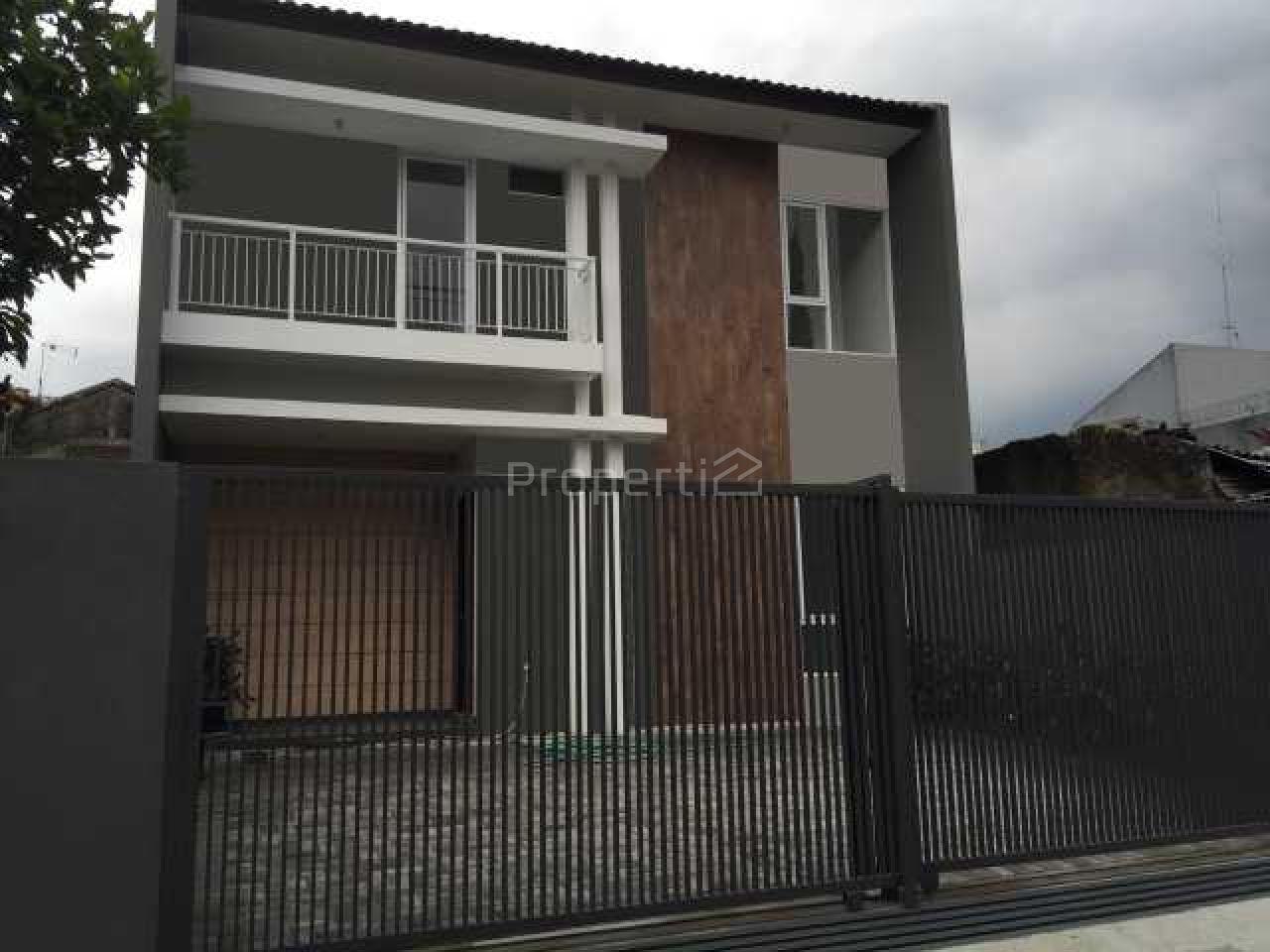 Rumah Modern di Regol, Kota Bandung, Jawa Barat