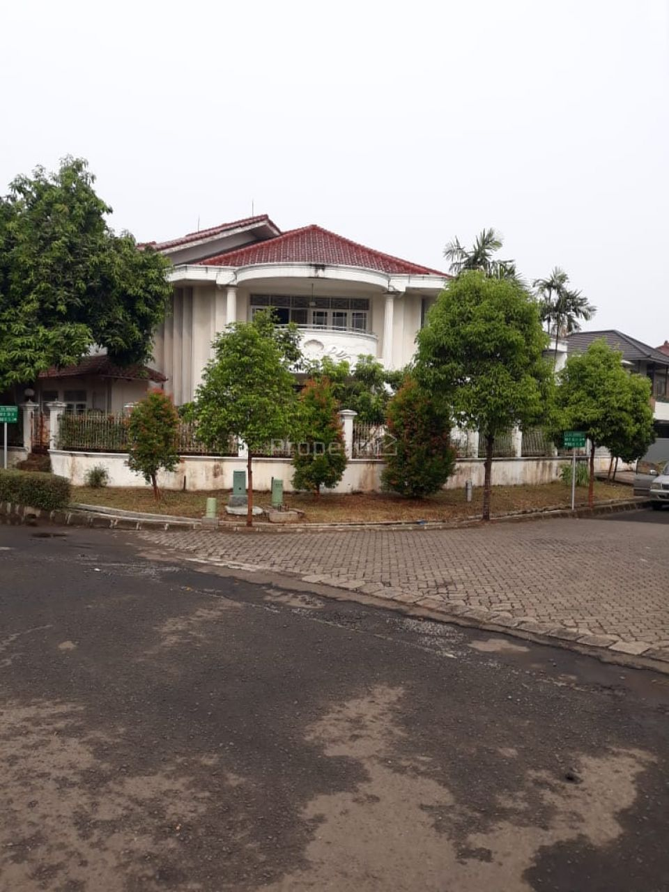 Rumah Modern di GIRILOKA 2 BSD City, Banten