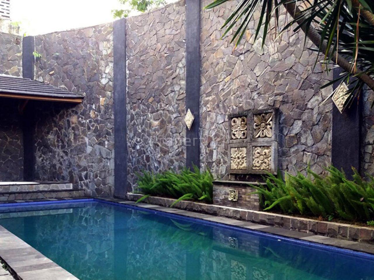 Rumah Elok dengan Nuansa Alami Modern dan Pekarangan Sangat Luas, Cidadap
