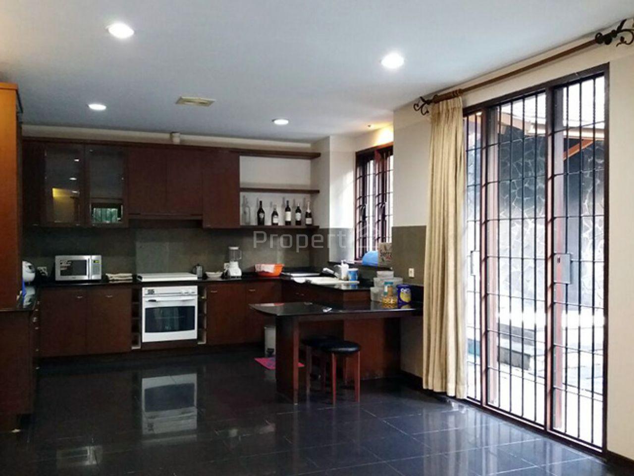 Rumah Elok dengan Nuansa Alami Modern dan Pekarangan Sangat Luas, Kota Bandung