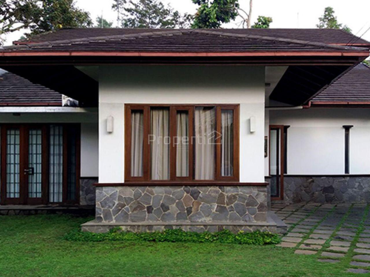 Rumah Elok dengan Nuansa Alami Modern dan Pekarangan Sangat Luas, Jawa Barat