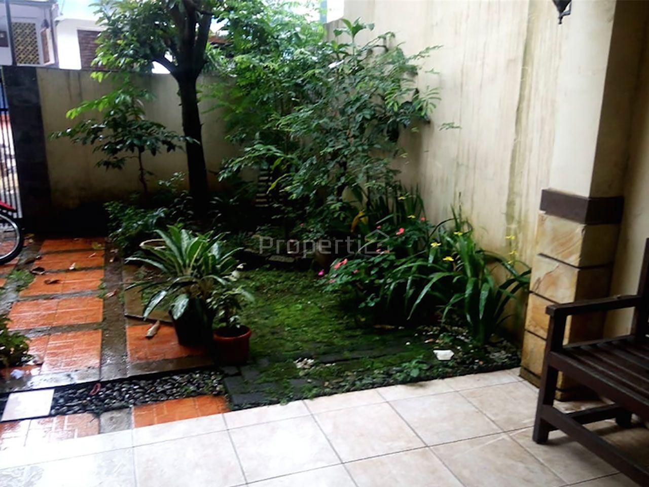Rumah Pinggir Jalan di Sadangserang, Kota Bandung, Coblong