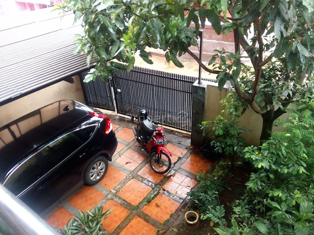 Rumah Pinggir Jalan di Sadangserang, Kota Bandung, Jawa Barat