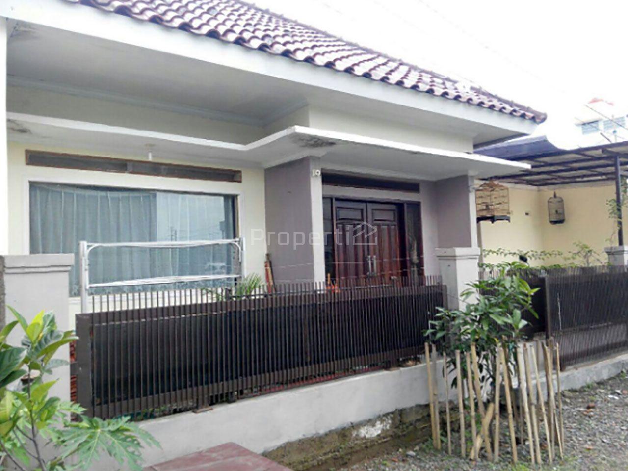 Rumah Relatif Baru dalam Permukiman di Ciganitri, Buahbatu, Jawa Barat