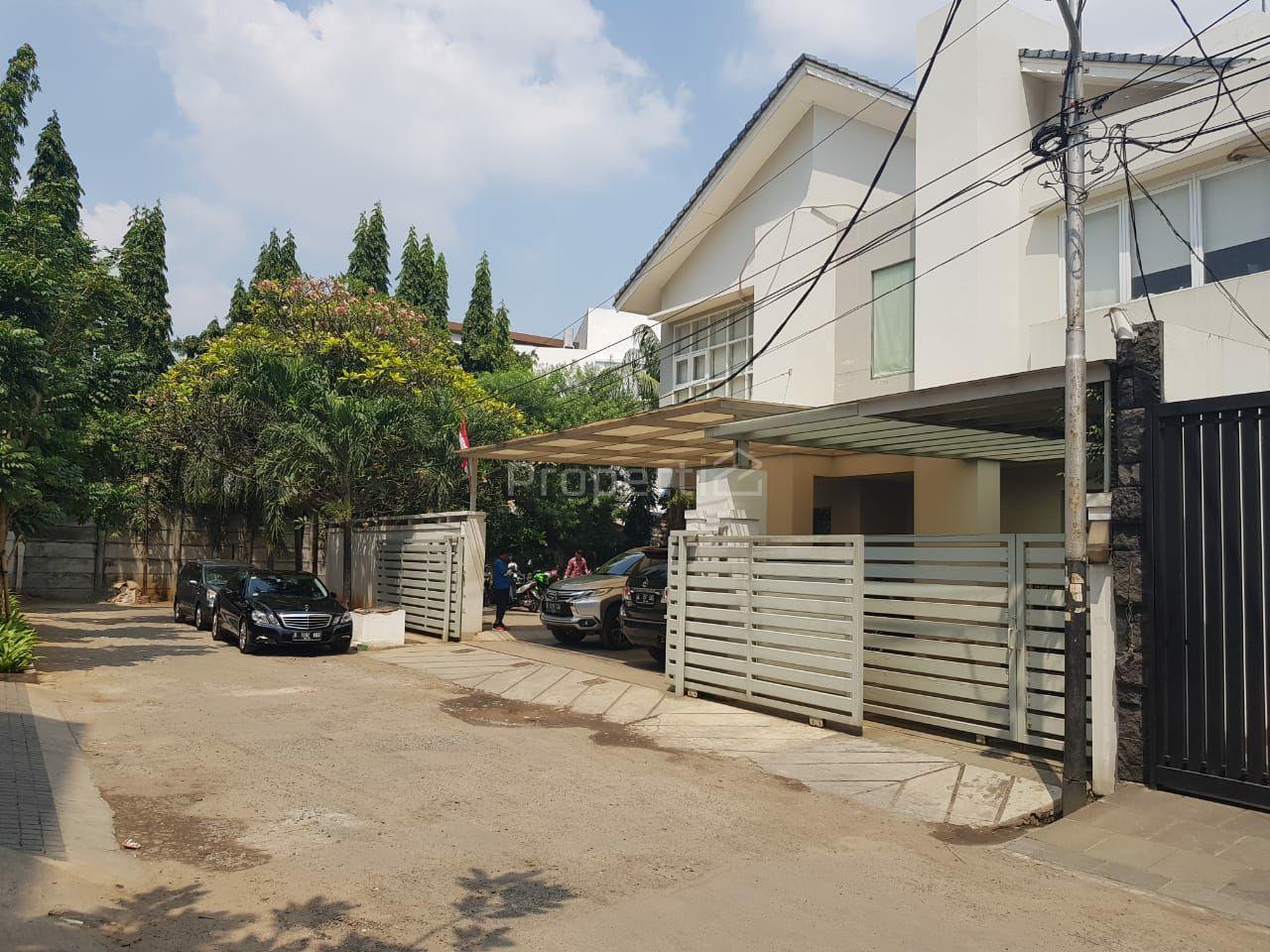 Middle City House in Patal Senayan, DKI Jakarta