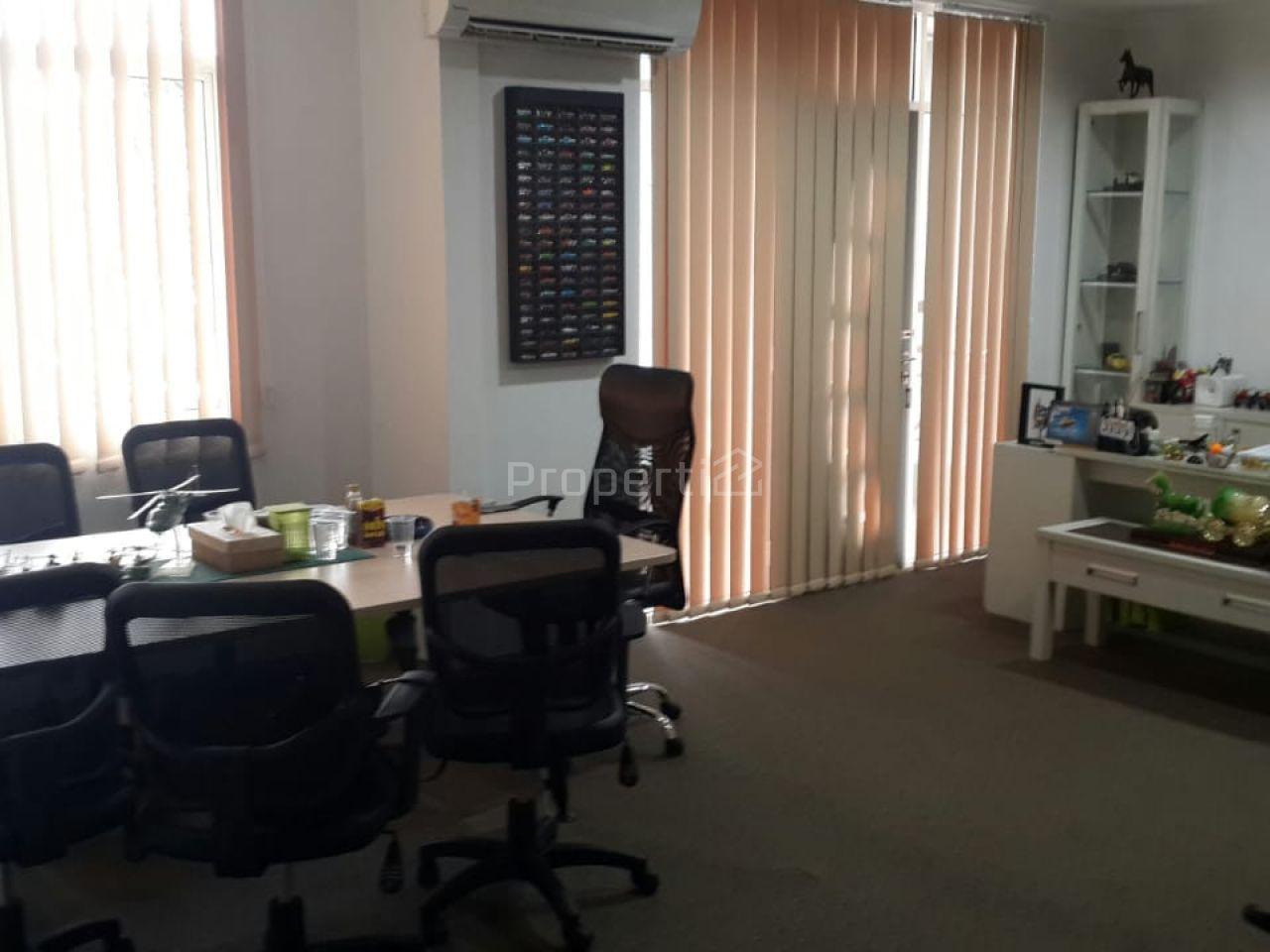 Rumah Untuk Kantor Dekat Bandara Halim Perdanakusuma, DKI Jakarta