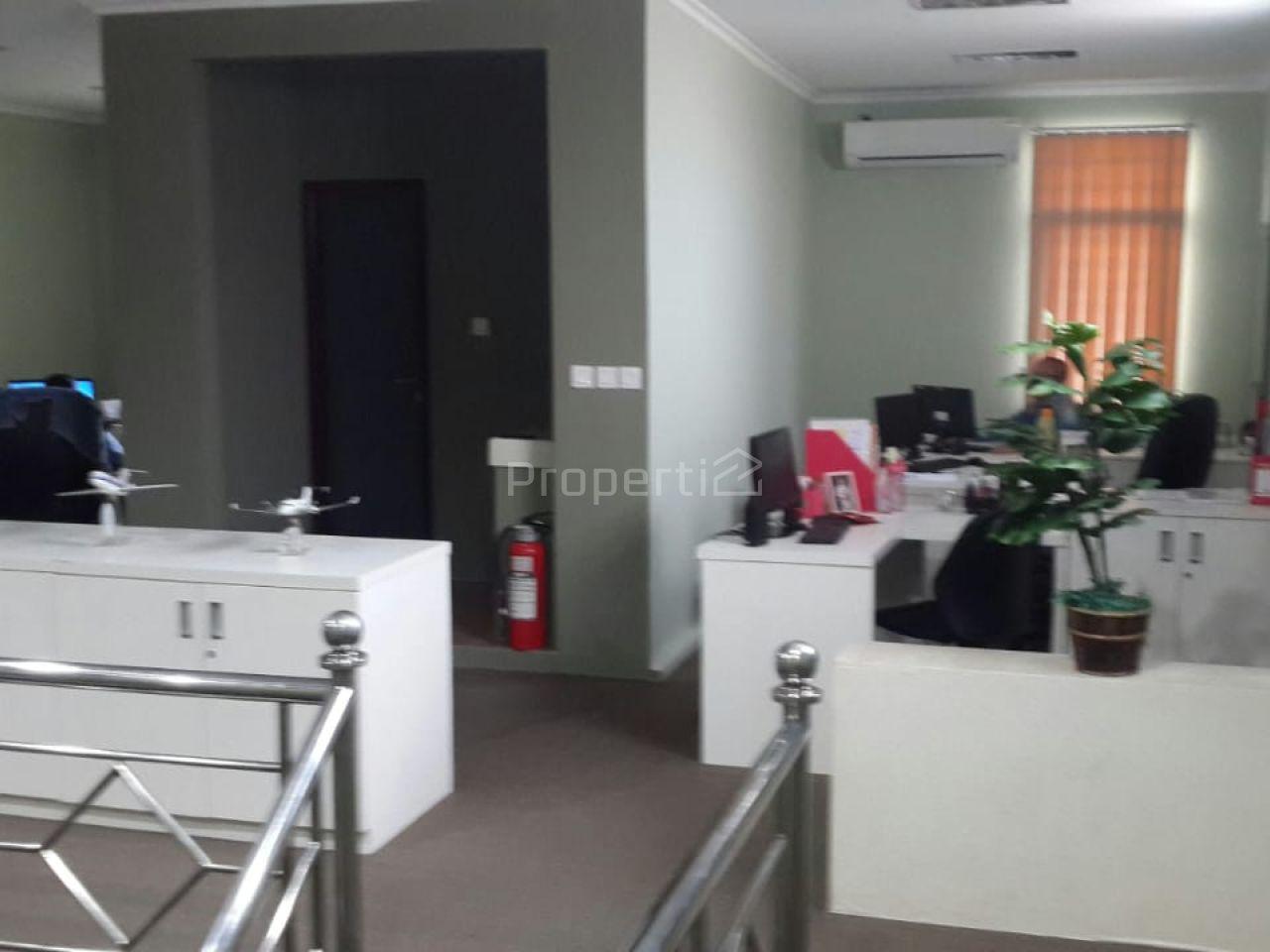 Rumah Untuk Kantor Dekat Bandara Halim Perdanakusuma, Jakarta Timur