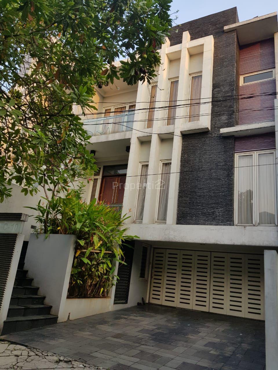 Rumah Villa Pondok Indah di Kebayoran Lama, Jakarta Selatan, DKI Jakarta