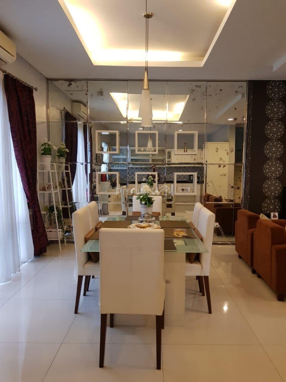 Rumah Villa Pondok Indah di Kebayoran Lama, Jakarta Selatan, Jakarta Selatan