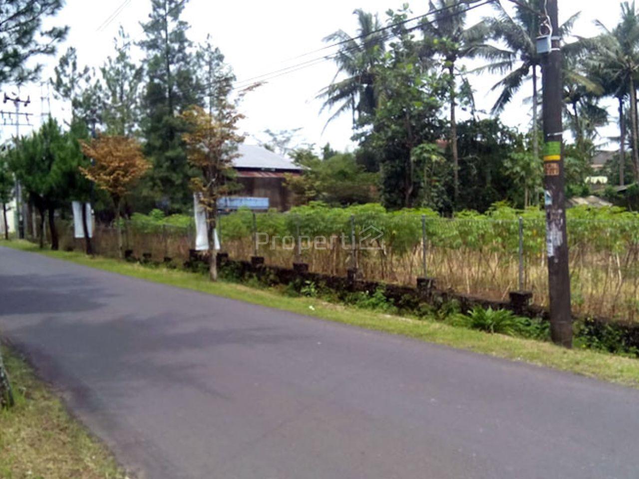 Lahan Pinggir Jalan di Ungaran, Semarang, Jawa Tengah