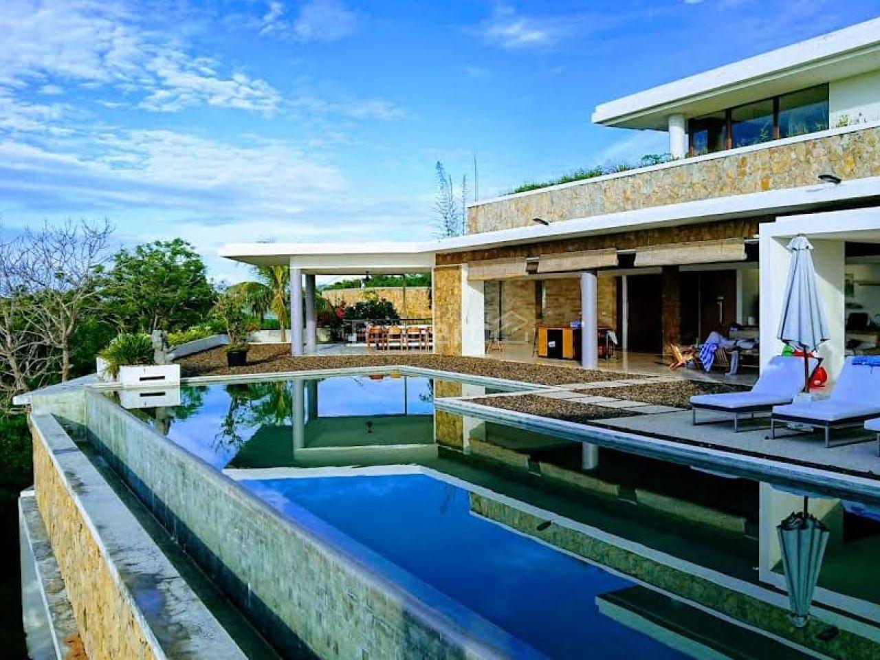 Beautiful Villa Near Mandalika MotoGP Circuit, Nusa Tenggara Barat