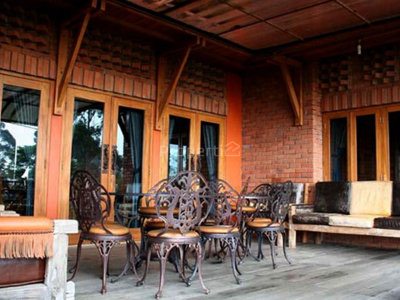 Villa Istana Bunga, Lembang, Bandung, Parongpong