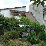 Rumah Besar Asri dengan Taman Luas di Cipinang Melayu