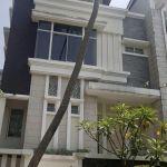 Rumah 3 Lantai di Emerald Cove Townhouse