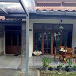 Rumah 2 Lantai dengan Halaman Luas di Menteng
