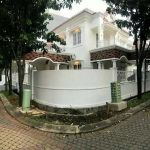 Exclusive House with Hook Position in Prestigious Complex