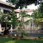 Rumah Besar dan Rumah Kost dalam Kompleks di Kota Depok