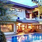 Rumah Mewah dengan Kolam Renang di Gegerkalong