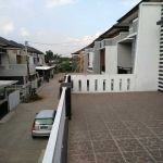 Rumah Minimalis 2,5 Lantai dalam Kompleks di Kota Bandung