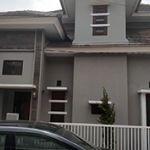 Rumah Modern 2 Lantai dalam Kompleks di Kembangan