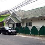 A Simple House with Hook Position in Menteng